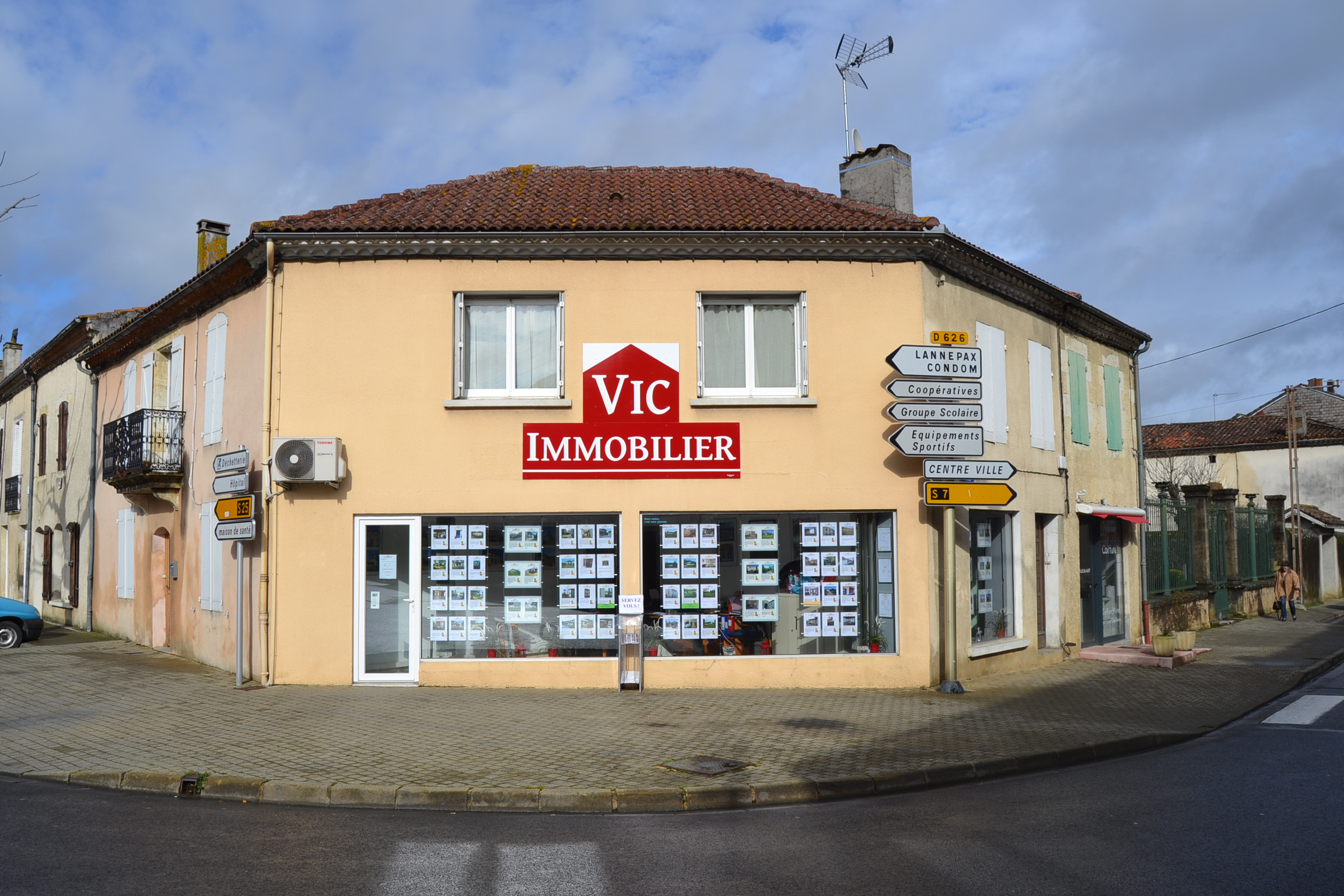 6 Agence vic immobilier.jpg